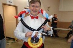 Kurt Angle (Balloon gold medal gift)